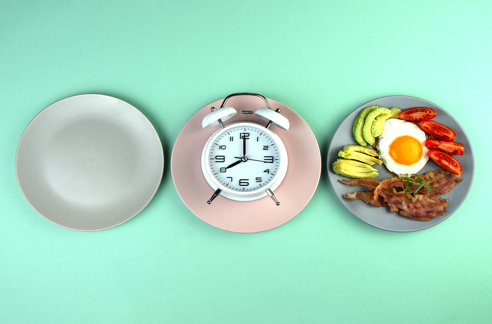 Empty plate, clock, full plate