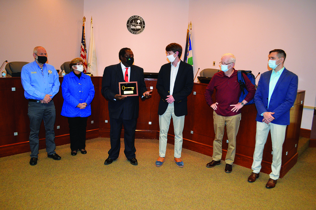 Rob Willm accepting key to city award from Irmo mayor and council members